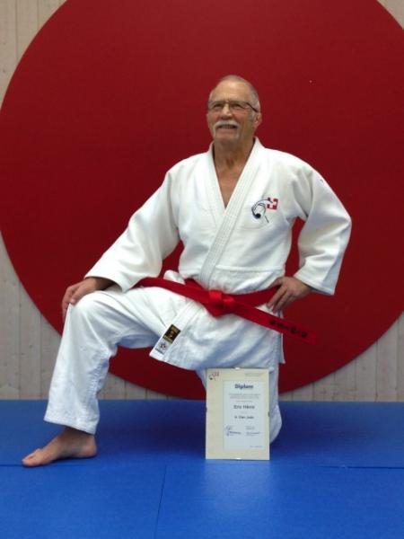 Eric Hänni mit seinem roten Gürtel (Foto R. Danis)